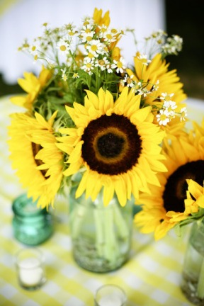 Sunflower display ©thefrugalhomemaker.com
