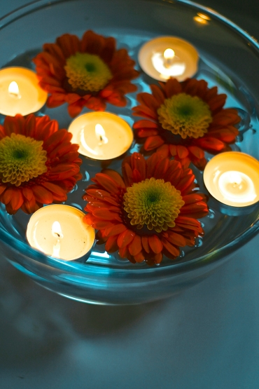 Floating candle ritual ©Emma Tuzzio